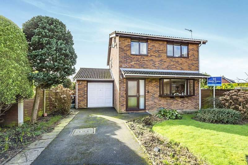 3 Bedrooms Detached House for sale in Fell View Close, Garstang, PRESTON, PR3