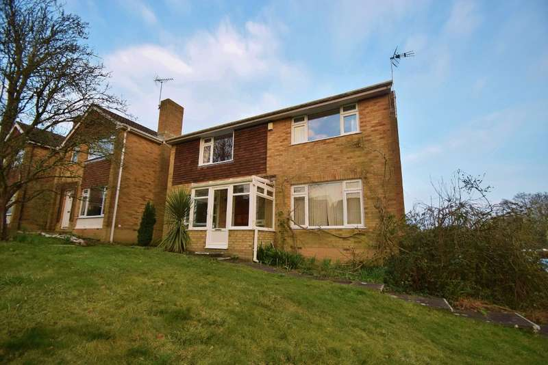 3 Bedrooms Detached House for sale in Colden Common