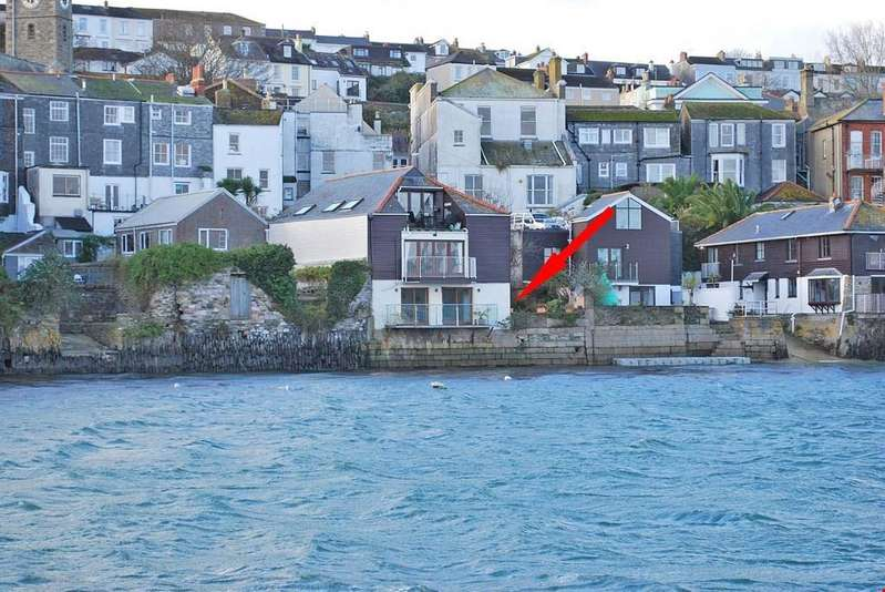 2 Bedrooms Ground Flat for sale in Falmouth, Cornwall, TR11