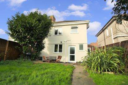 3 Bedrooms Semi Detached House for sale in Kingsmead Walk, Speedwell, Bristol