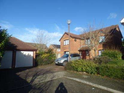 3 Bedrooms Detached House for sale in Laker Court, Oldbrook, Milton Keynes