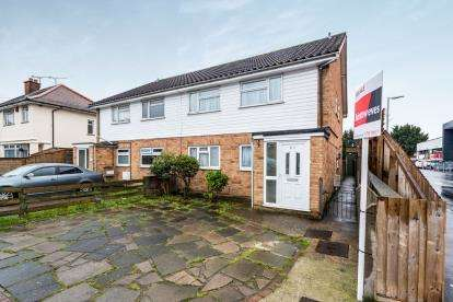 2 Bedrooms Maisonette Flat for sale in Collier Row, Romford, Havering