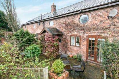 3 Bedrooms House for sale in Rake Lane, Chorlton-by-Backford, Chester, Cheshire, CH2
