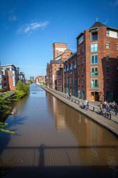 2 Bedrooms Flat for sale in Granary Wharf, Steam Mill Street, Chester, CH3