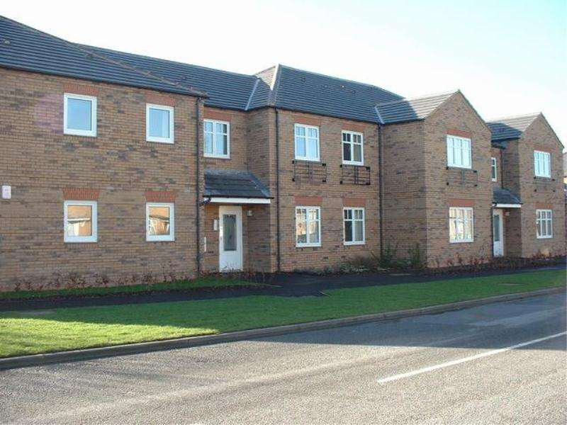2 Bedrooms Flat for rent in OAKTREE COURT, HAXBY, YORK, YO32 2WS