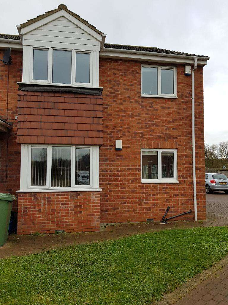 2 Bedrooms Flat for rent in Pine Park , Barton Upon Humber, DN18 5RU