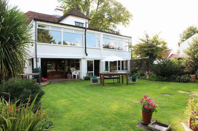 7 Bedrooms Detached House for sale in Lower Road, East Farleigh