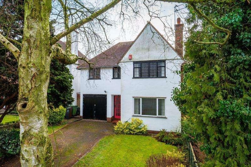 4 Bedrooms Detached House for sale in Castlecroft Gardens, Castlecroft, Wolverhampton
