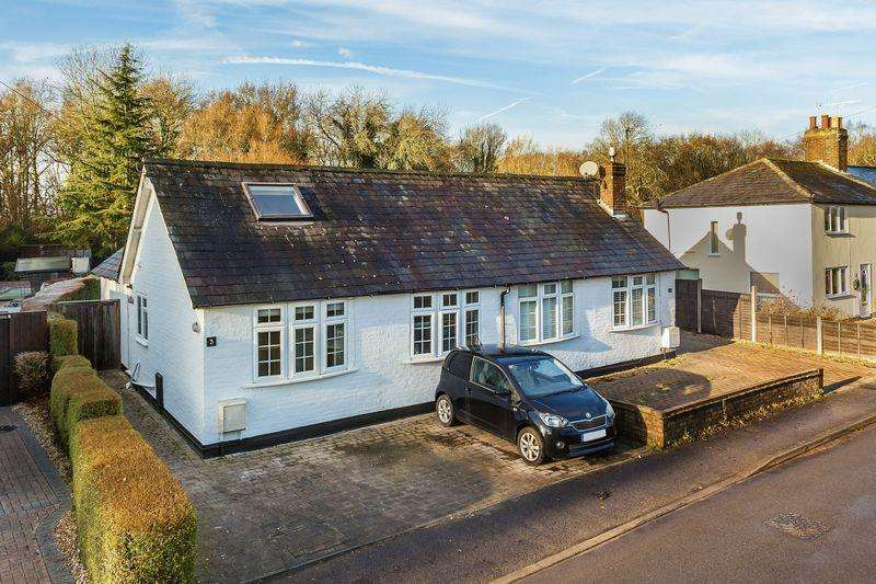 3 Bedrooms Semi Detached House for sale in Sutton Green, Guildford
