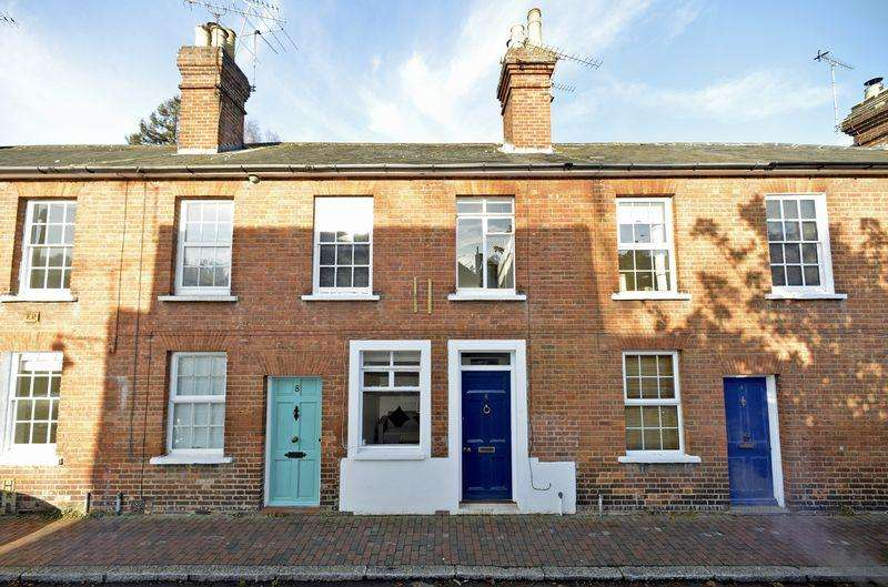 2 Bedrooms Terraced House for sale in Godalming