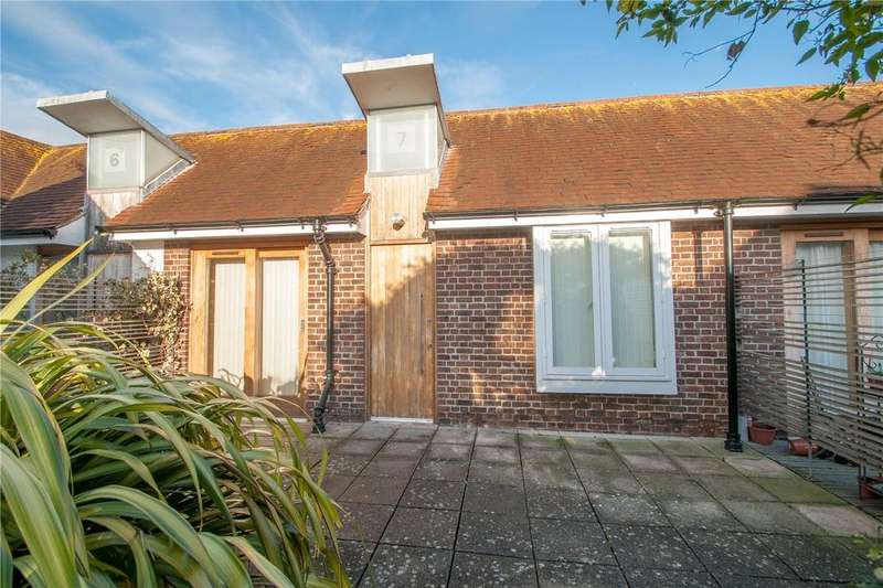 2 Bedrooms Flat for sale in The City Gardens, Iron Bar Lane, Canterbury, CT1
