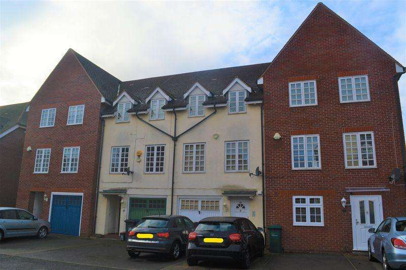 4 Bedrooms Terraced House for sale in Bernhart Close, Edgware