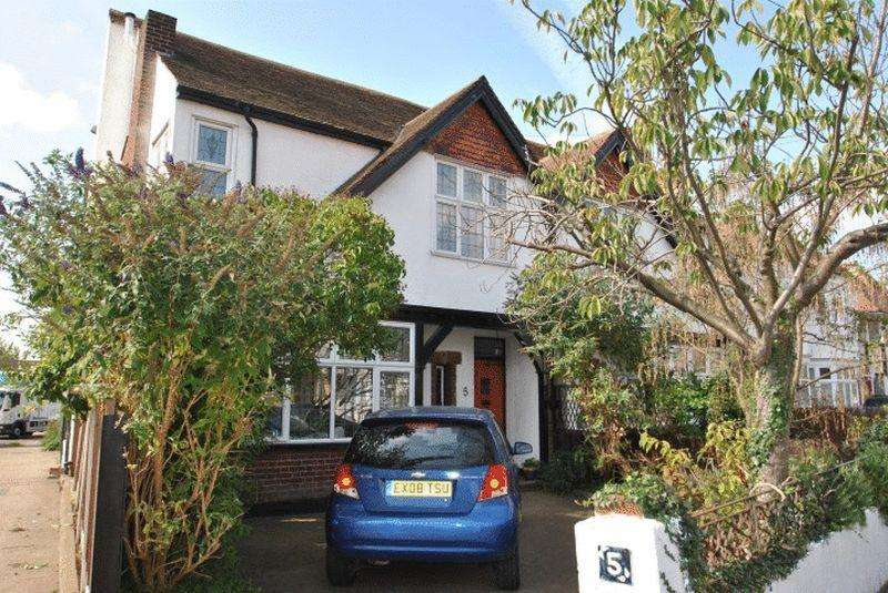 4 Bedrooms Semi Detached House for rent in Ditton Court Road, Westcliff-On-Sea