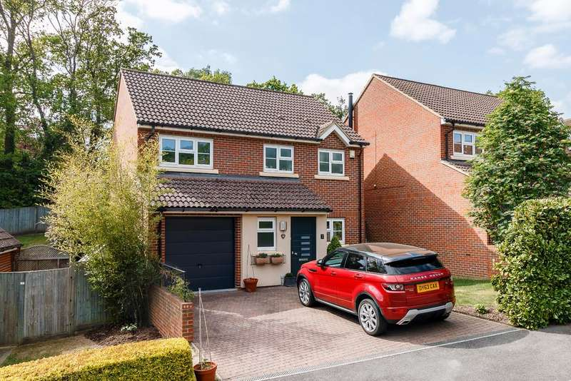 4 Bedrooms Detached House for sale in Virginia Water