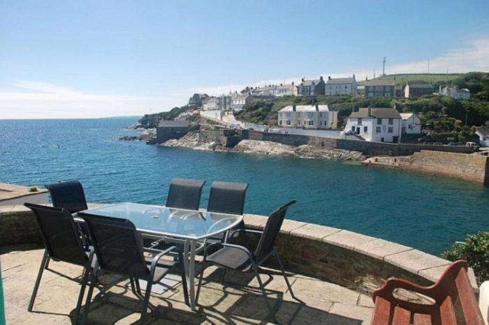 3 Bedrooms Town House for sale in 11 BAY VIEW TERRACE, PORTHLEVEN, TR13