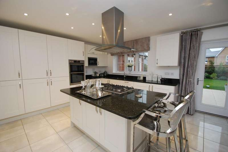 5 Bedrooms Detached House for sale in Broomfield, Chelmsford, Essex, CM3