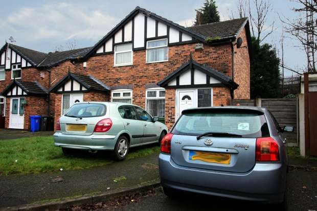 2 Bedrooms Semi Detached House for sale in Dobcross Close, Manchester, Greater Manchester, M13 0GQ