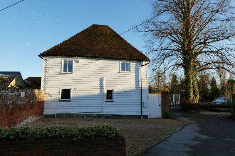 3 Bedrooms Detached House for rent in Vicarage Road, Yalding