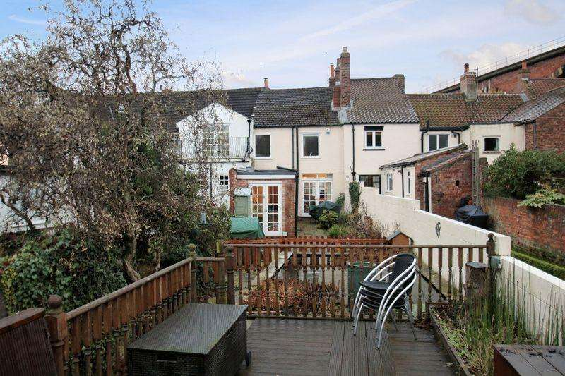 2 Bedrooms Terraced House for sale in Bridge Street, Yarm, TS15 9BY