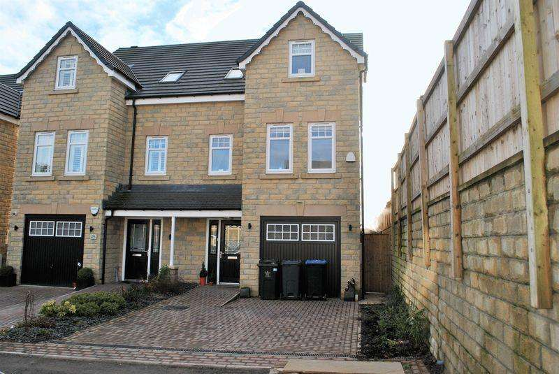 4 Bedrooms Semi Detached House for sale in Old Mill Dam Lane, Queensbury, BD13 2FP