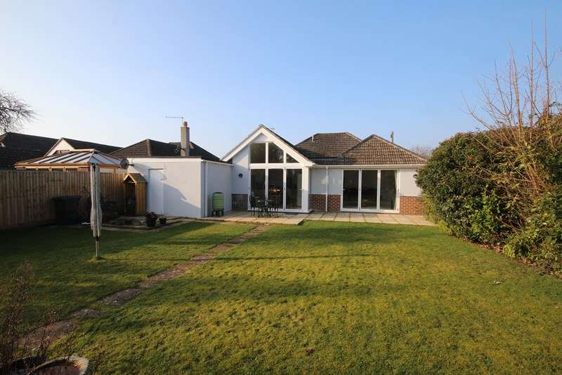 3 Bedrooms Detached Bungalow for sale in Highfield Drive, Ringwood
