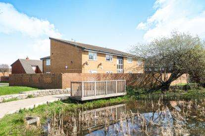 2 Bedrooms Flat for sale in Maes Isaf, Rhyl, Denbighshire, LL18