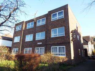 2 Bedrooms Flat for sale in Maxton Court, Folkestone Road, Dover, Kent