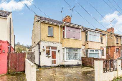 3 Bedrooms Semi Detached House for sale in Dallow Road, Luton, Bedfordshire