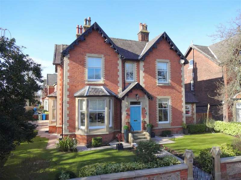5 Bedrooms Detached House for sale in Station Square, Lytham