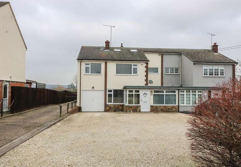 3 Bedrooms Semi Detached House for sale in Crays Hill CM11