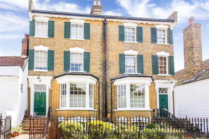 2 Bedrooms Flat for sale in Gentlemans Row, Enfield, EN2