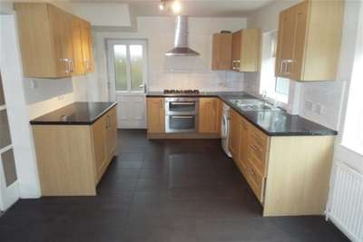 3 Bedrooms Semi Detached House for rent in Lyndene Avenue, Worsley