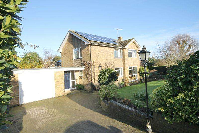 4 Bedrooms Detached House for sale in Birchwood Grove Road, Burgess Hill, West Sussex