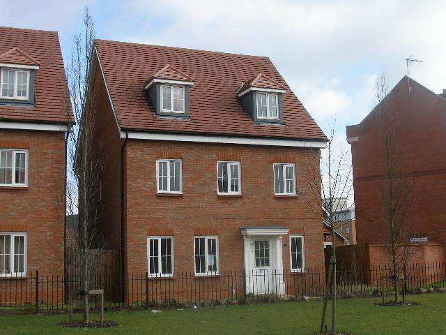 7 Bedrooms Detached House for rent in Cunningham Avenue, Hatfield