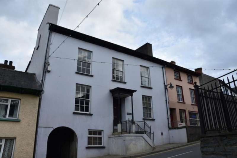 2 Bedrooms Apartment Flat for rent in Bridge Street, Newcastle Emlyn, Carmarthenshire