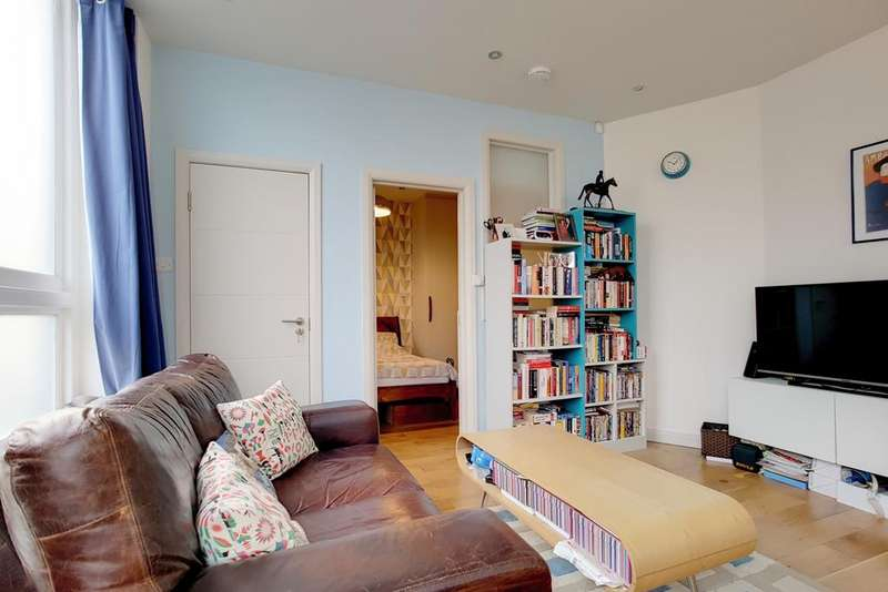 1 Bedroom Flat for sale in Revelstoke Road, SW18