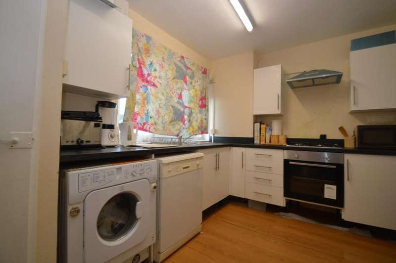 2 Bedrooms Flat for sale in Glyndon Road, Plumstead, Londo SE18