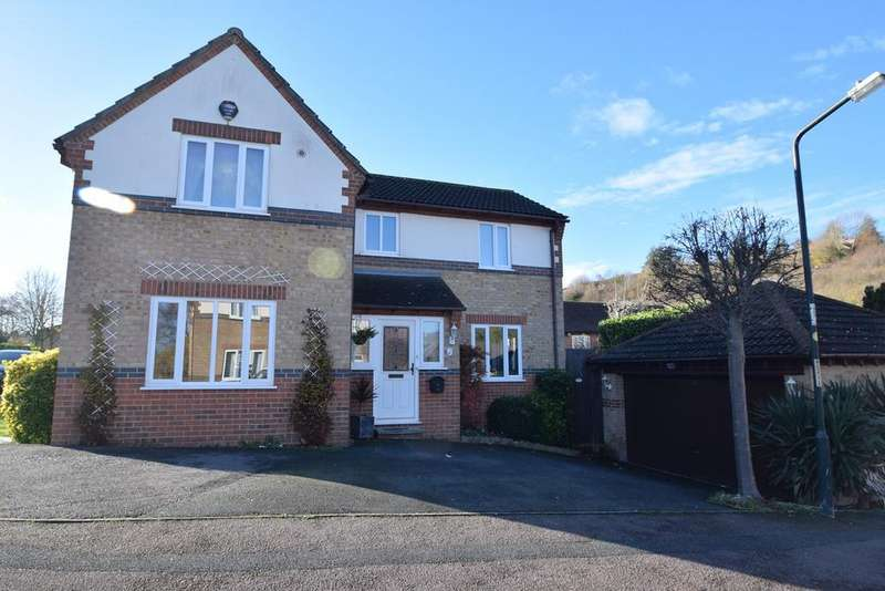 4 Bedrooms Detached House for sale in Redwing Road, Walderslade, Chatham, ME5