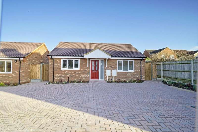 2 Bedrooms Detached Bungalow for sale in Northcroft, Sandy