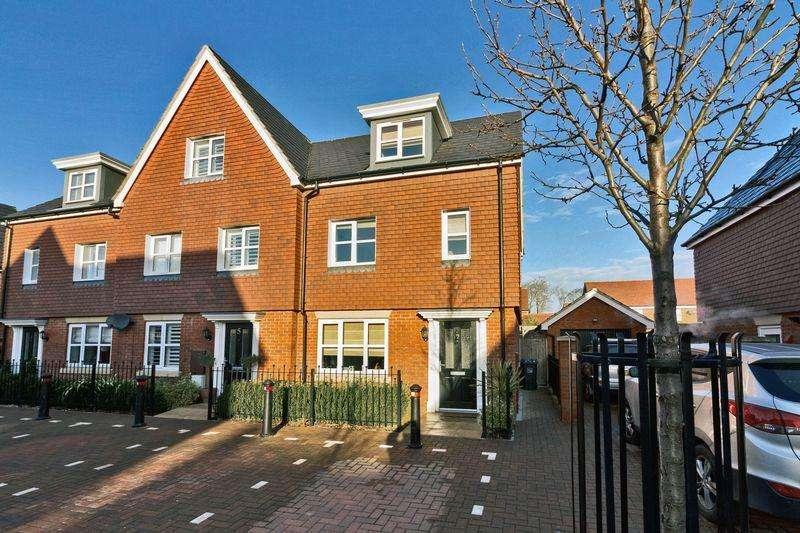 3 Bedrooms Terraced House for sale in Cuckoo Gate, Goring-by-Sea