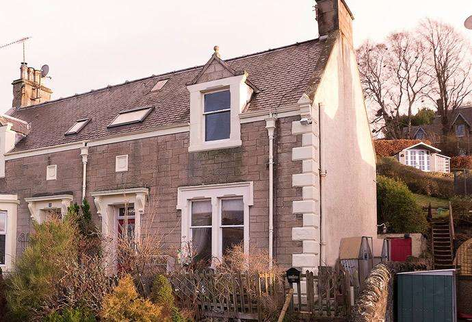 3 Bedrooms Semi Detached House for sale in 16 Glebe Terrace, Selkirk, TD7 5AG