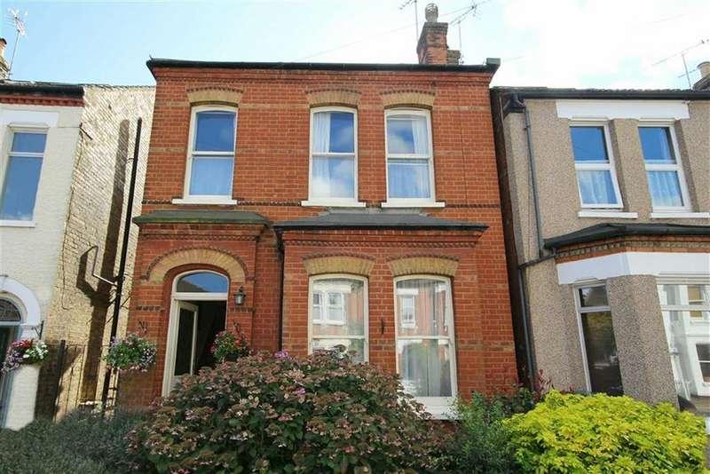 3 Bedrooms Detached House for sale in Carnarvon Road, Barnet, Hertfordshire