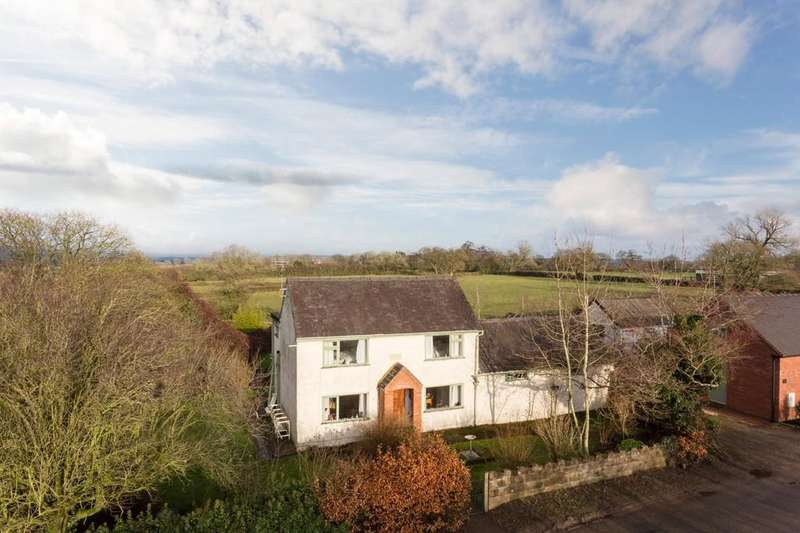 3 Bedrooms Detached House for sale in Green Lane, Roston Common