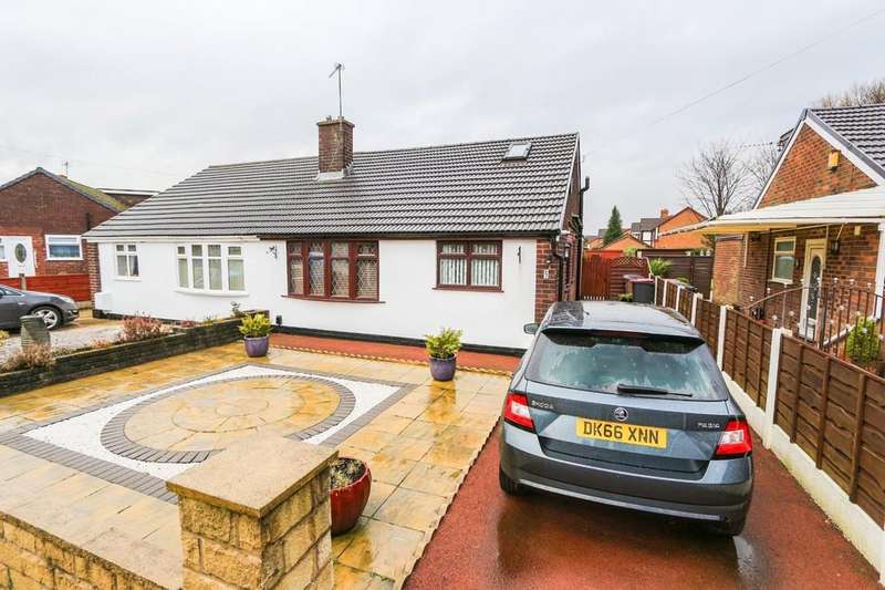 3 Bedrooms Semi Detached Bungalow for sale in 5 Helston Close, Irlam, Manchester