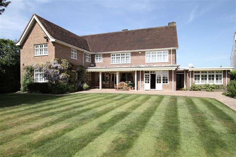 4 Bedrooms Detached House for sale in Hadley Common, Barnet, Herts, EN5