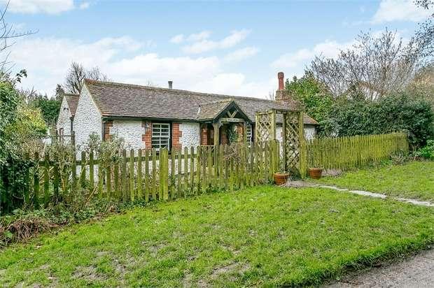 2 Bedrooms Detached Bungalow for sale in Westmore Green, Tatsfield, Westerham, Surrey