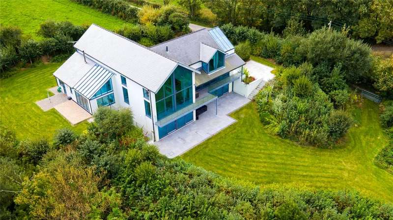 5 Bedrooms Detached House for sale in Bettws Newydd, Parrog, Newport, Pembrokeshire, SA42
