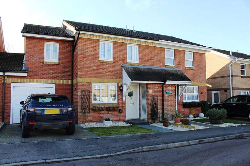 3 Bedrooms Semi Detached House for sale in Eisenberg Close, Baldock, SG7