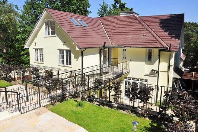 2 Bedrooms Apartment Flat for rent in Castle Road, Camberley, GU15