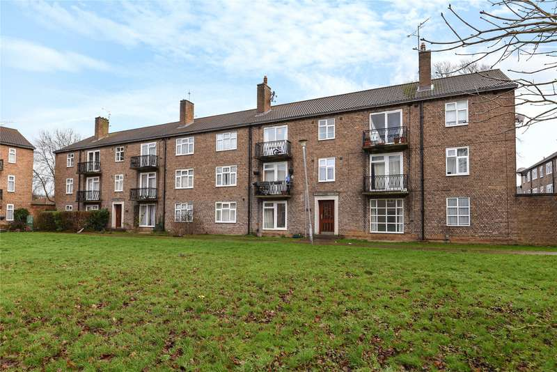 2 Bedrooms Apartment Flat for sale in Elizabeth Court, Gosbrook Road, Reading, Berkshire, RG4